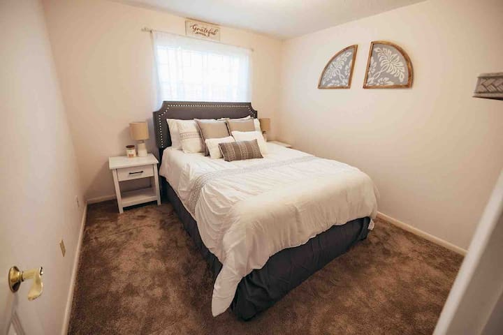 Bedroom 3 - Queen with shared bathroom