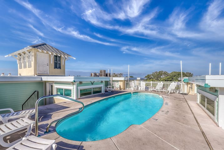 Beachy condo w/ shared rooftop pool & furnished balcony - steps from the ocean!