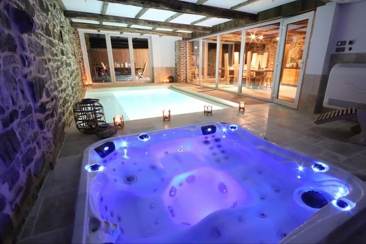 maison avec piscine à 30°, jacuzzi, sauna
