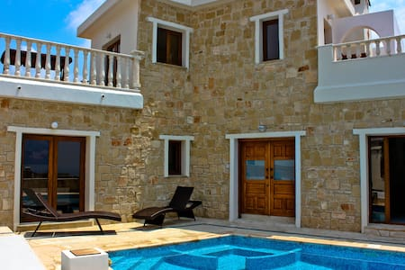 Superb Luxury 4 Bedroom Villa - Tala