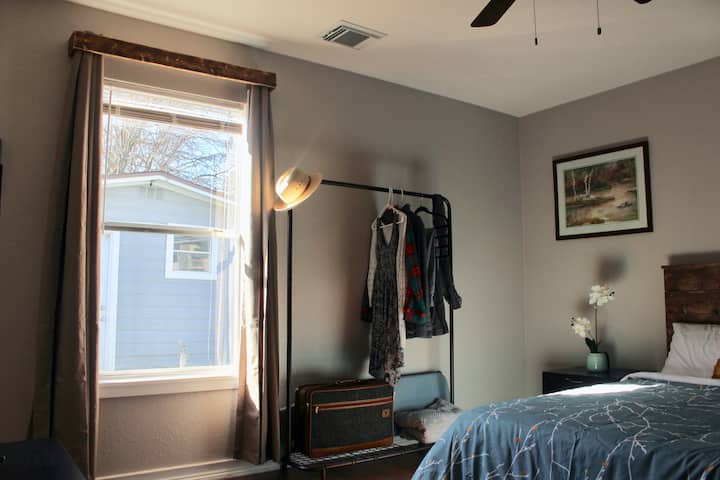 Guesthouse at Halliday Inn - minutes from Downtown