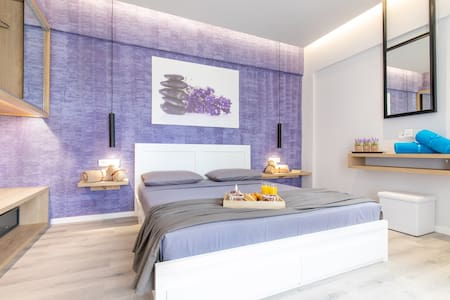 Akalli Luxury Studios-Lavender Room