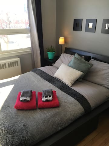 Bright and comfy room , minutes from downtown - Ottawa - Szeregowiec