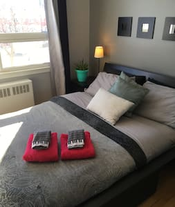 Bright and comfy room , minutes from downtown - 오타와 - 타운하우스