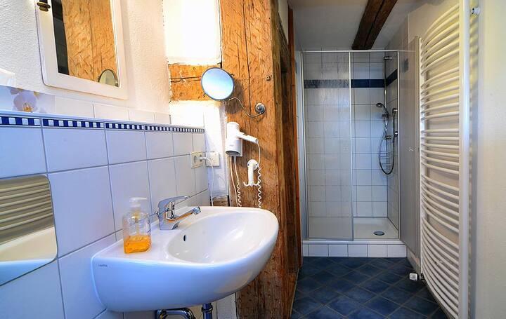 Erlebnis-Käse-Wohlfühl-Hof (Röckingen), Ferienwohnung Müllerstube mit geräumigem Wohnraum