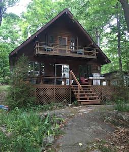 Beautiful Lakefront Cottage - Godfrey - Cabane