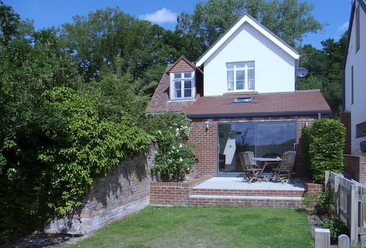 Frensham cottage, self-contained & fully equipped