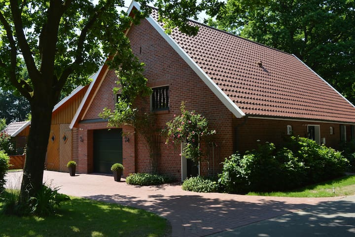Detached country house in the Oldenburg Münsterland with stove, terrace and garden