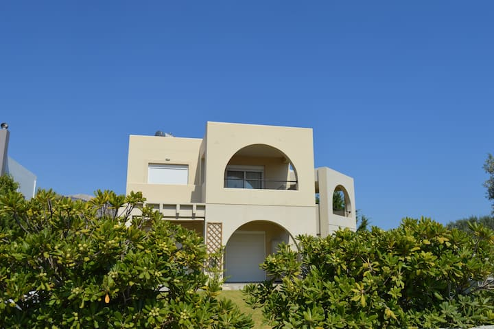 Fully equipped house in a quiet area