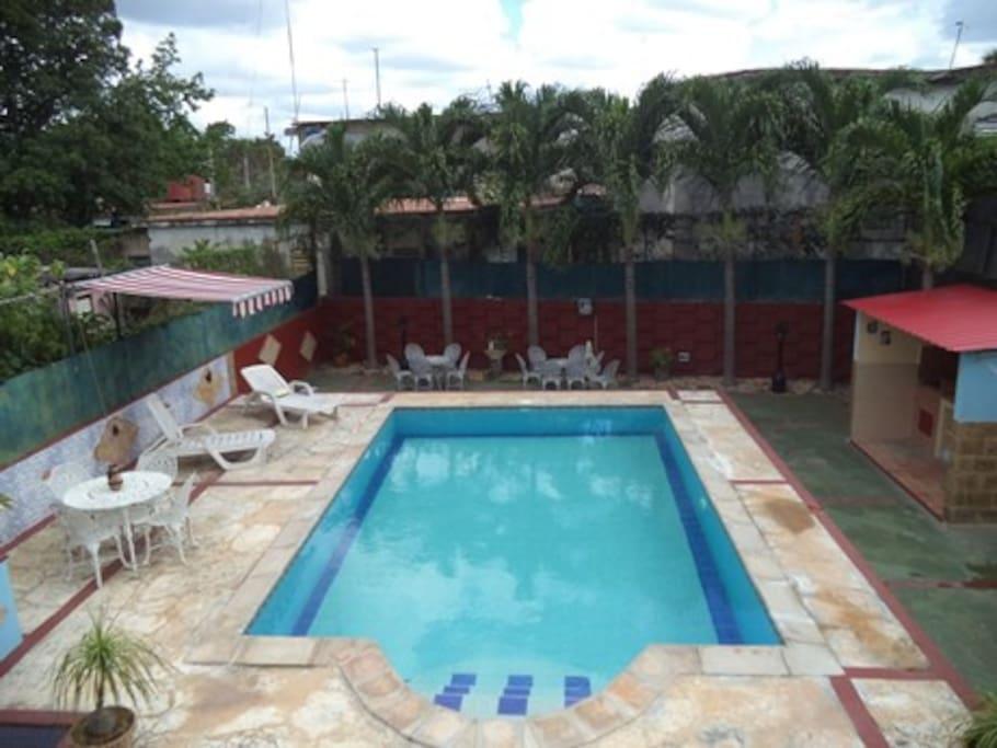 Casa en la habana con piscina houses for rent in la for Casas con piscina en la habana