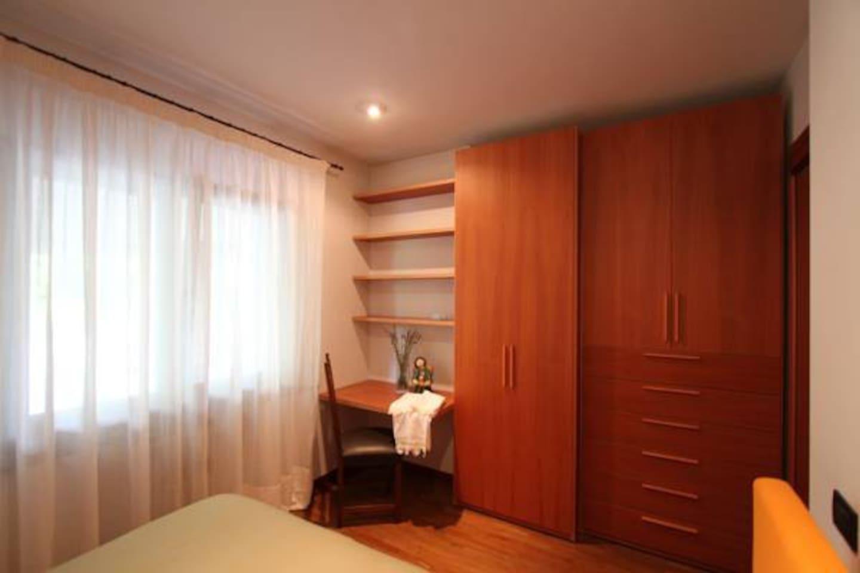 Un'accogliente camera