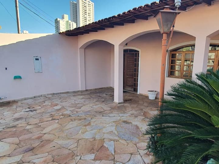 Alugo linda casa Jardim Petrópolis - Cuiabá MT