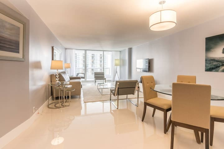 Downtown Miami 2242 | One Bedroom Bay/Ocean View + Free Valet Parking