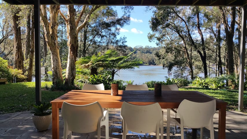 Divine lakeside oasis, short level walk from beach - Avoca Beach - Casa