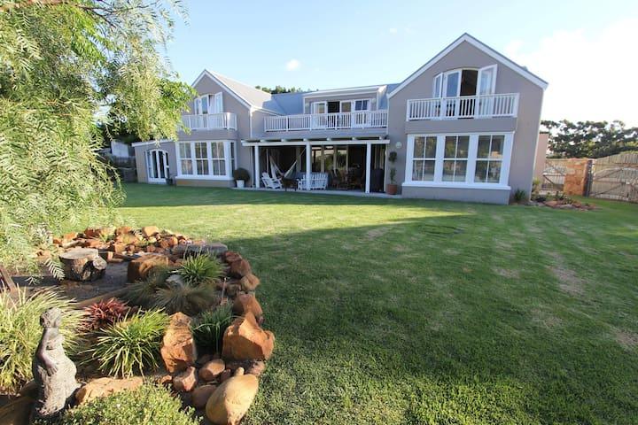 Fresian Villa in rural tranquility close to beach - Kapstadt - Wohnung