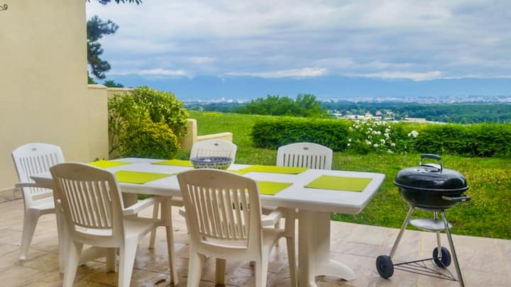Villa 10 mins from Geneva with Magnificent Views