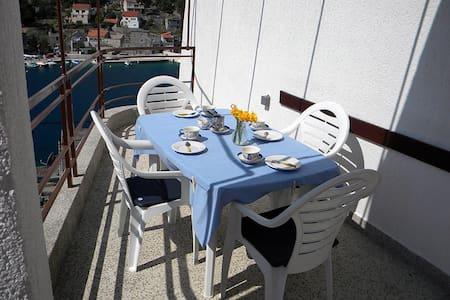 Furnished Comfort Apartment for 6 - Žirje