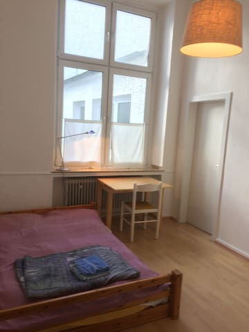 Simple️Room️in nice 90 qm ground floor apartment - Witten - Departamento