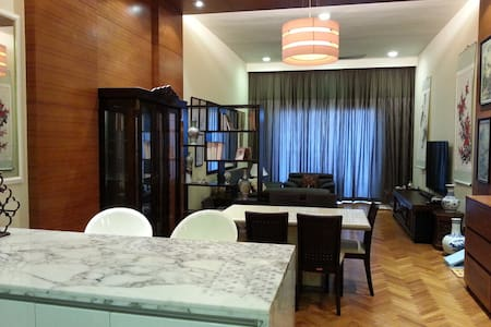 A  suite in a retail marina complex - Apartment