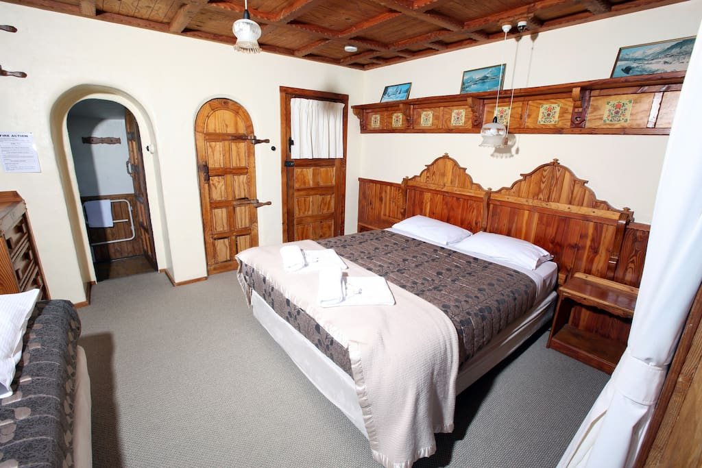 The Panorama Room - 1 Queen bed plus single. Boasts some of the best views in the lodge.