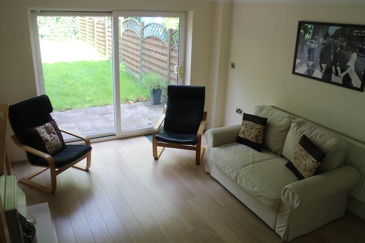 Lovely 2 bedroom house, Newcastle-Under-Lyme