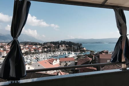 Bright Apt w/Big Terrace 50m to Sea - Tivat - Apartament