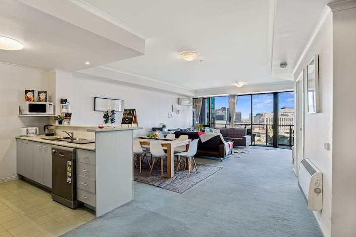 Large open plan living in the heart of Southbank