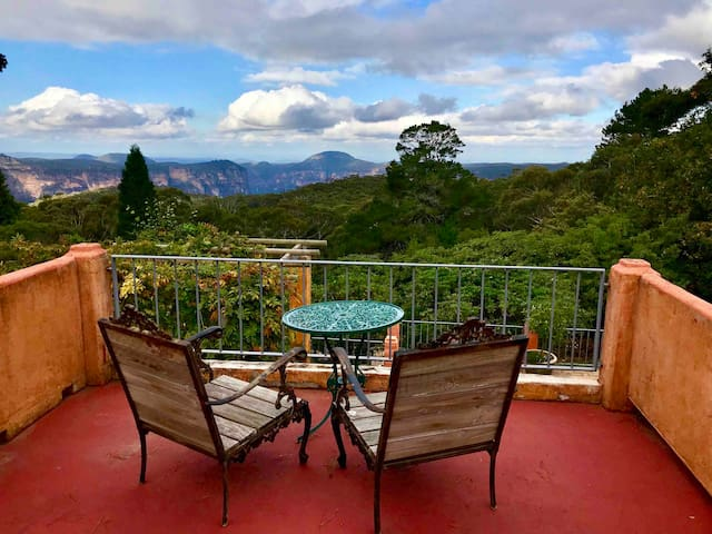 Happy Daze Mountaintop House with Magnificent View