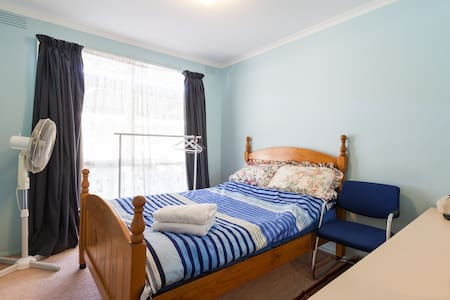 small and comfy . - Keysborough - Hus