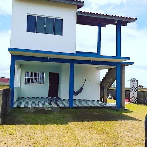 Casa aconchegante e pertinho da praia