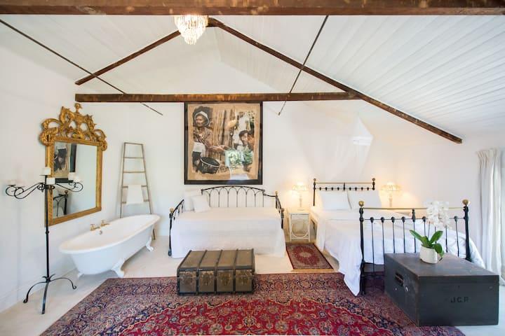 Victorian Honeymoon Loft