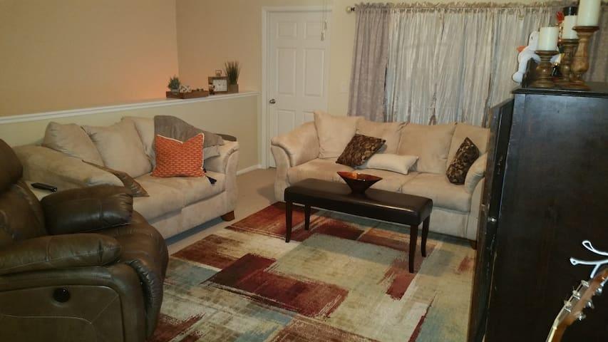 2 bdrm condo 15 minutes from Downtown and Stadium - Tampa - Apartment