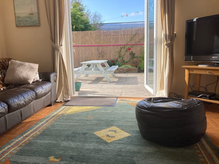 Circular Road,  3 bedrooms ensuite, sunny garden.