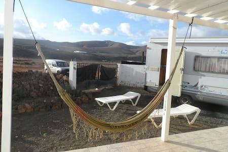 Confortable autocaravana en el camp - Guatiza