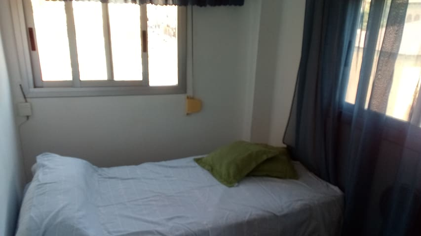 Room in Valencia ( 1 person )