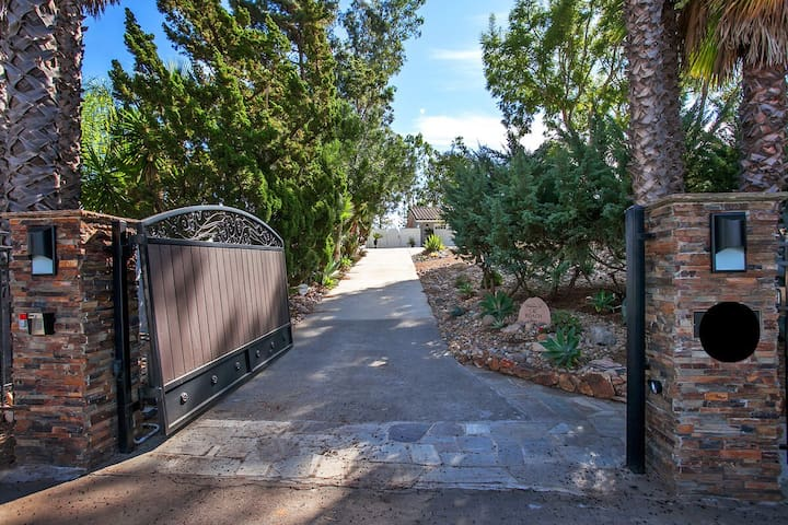 BEAUTIFUL GATED 1 ACRE ESTATE NEAR RANCHO SANTA FE - Escondido - Dům