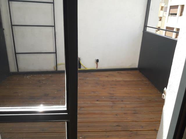 terrasse ajout de 4 chaise et une petite table