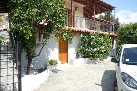 50 m2 house close to the sea - Kechries - House