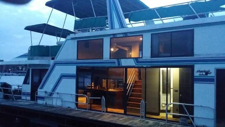 ALL ABOARD 3 Level Houseboat