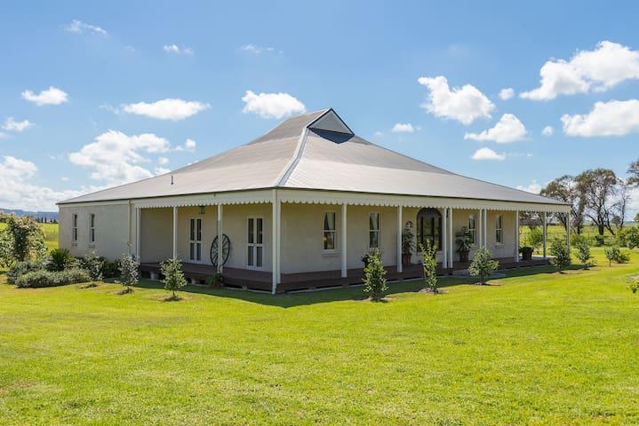 CALVIN HOUSE    Grand country estate