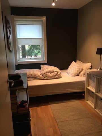 Bedroom in cozy apartment - Oslo - Lejlighed