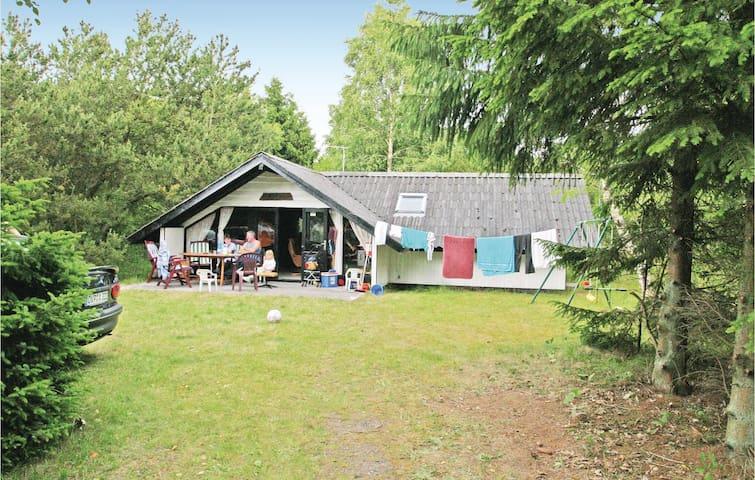 Holiday cottage with 3 bedrooms on 70 m² in Hadsund
