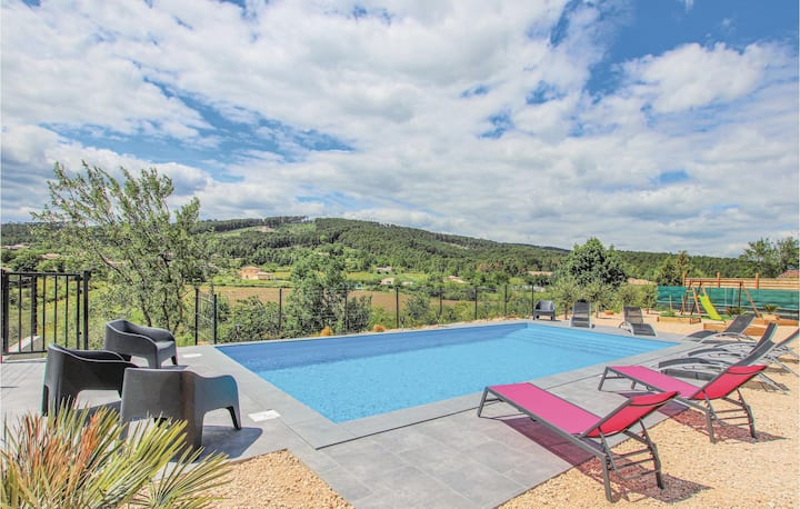 Holiday cottage with 6 bedrooms on 170m² in La Chap. sous Aubenas