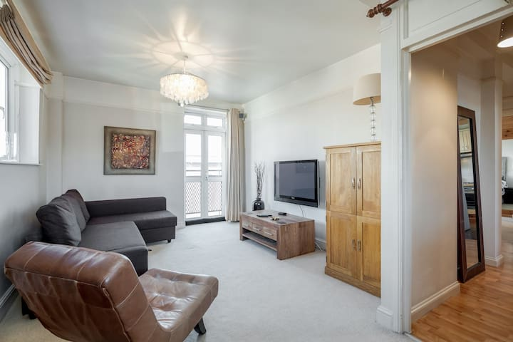 ✪ Cozy 2 bedroom apartment in South Kensington ✪