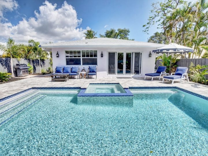"Luxurious ""Private"" Poolside Villa Heart of Delray"