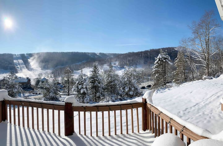 Townhouse with panoramic views of Holiday Valley