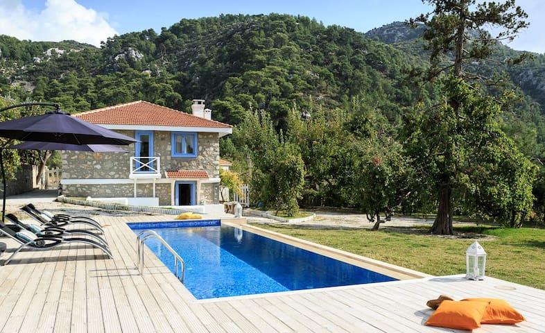 Secluded Modern Villa in İslamlar Village - İslamlar Köyü - Ev