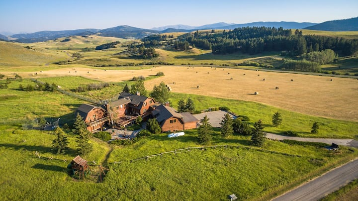 Guest House and Wolf Sanctuary near Yellowstone