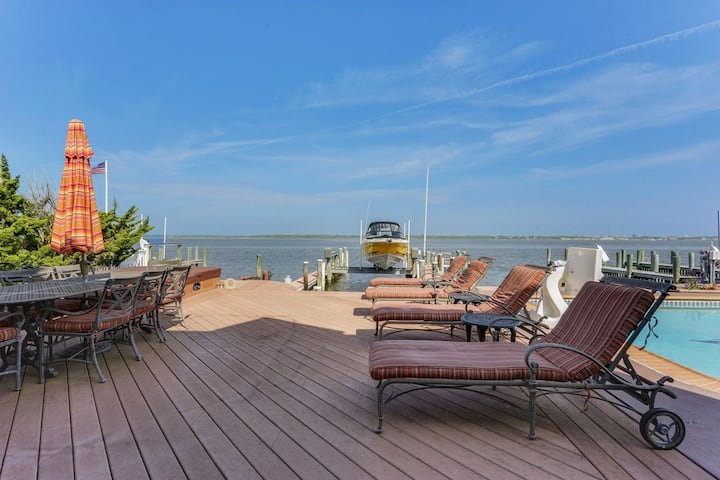 PANORAMIC VIEWS ON THE BAY IN PRIVATE COMMUNITY