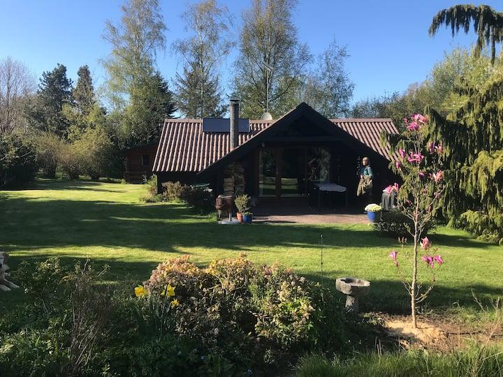 Summerhouse with lovely garden